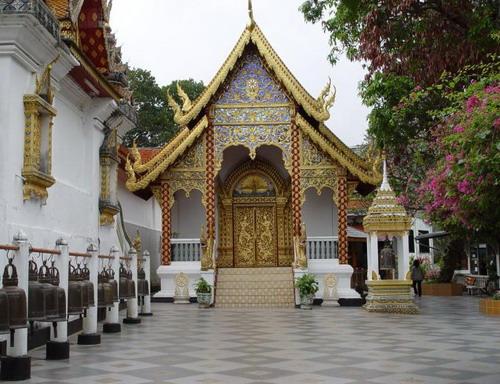 Wat_phra_that_doi_suthep_12_viharn_